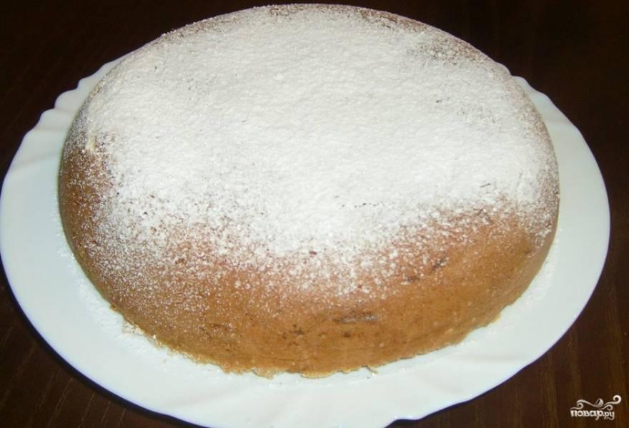 Готовый пирог присыпаем сахарной пудрой. Приятного аппетита!