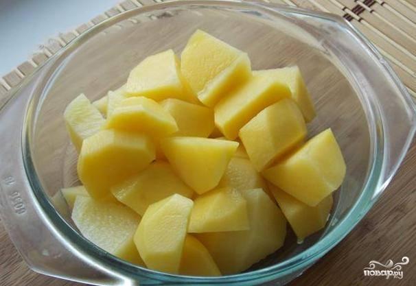 Картошку режем на произвольные куски