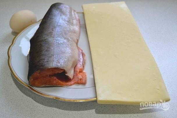 1. Первым делом разморозьте тесто, если оно у вас замороженное.