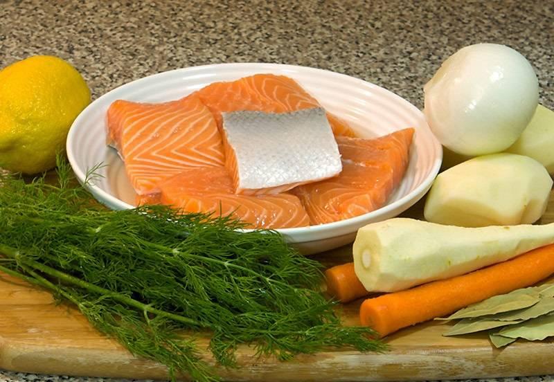 1. Перед вами набор ингредиентов, которые входят в этот классический рецепт супа с рыбным филе. Хотите добавить что-нибудь еще по своему вкусу? Нет ничего проще, экспериментировать с этим блюдом можно довольно много.
