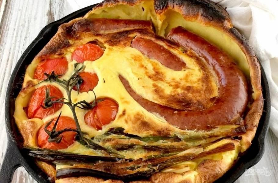 4.Отправьте сковороду в разогретую до 210 градусов духовку на 30 минут. Подавайте сразу после приготовления.