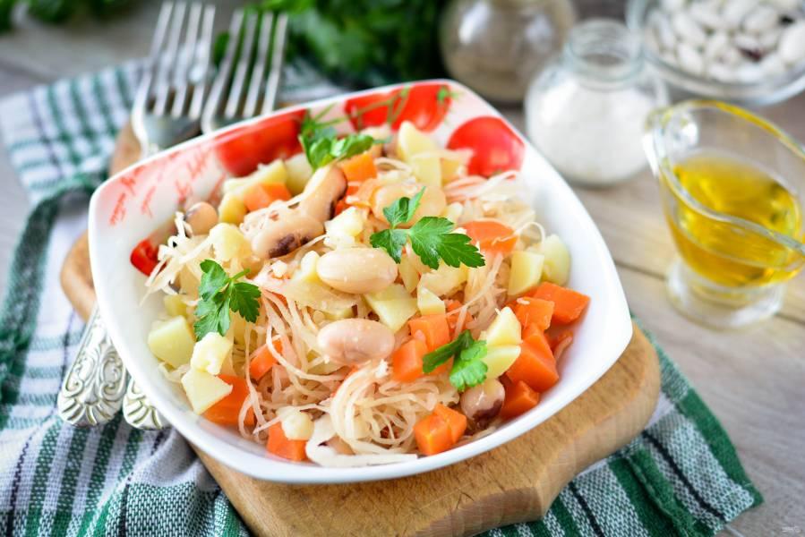 Салат с квашеной капустой и фасолью