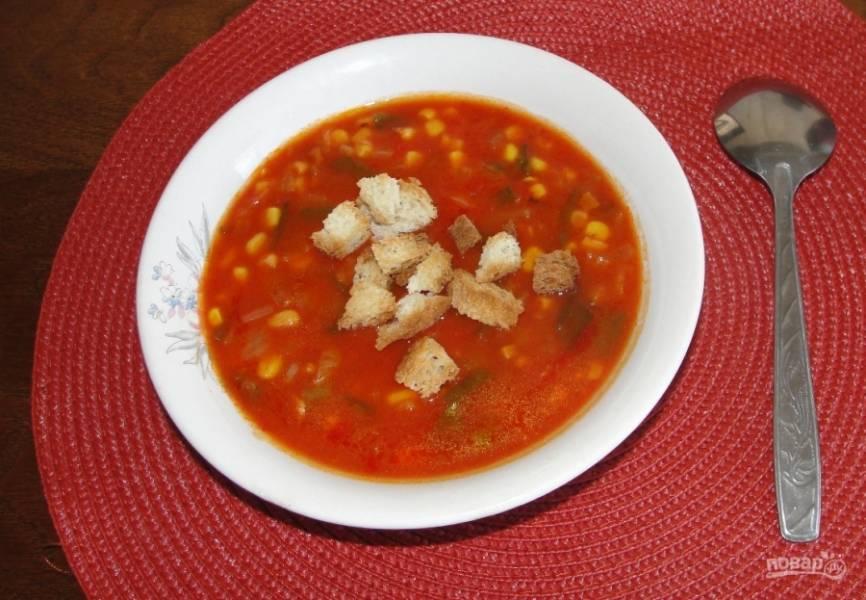 8. Вот и все, наш томатный суп простой готов! Полчаса времени — и на вашем столе очень вкусный, необычный и легкий супчик!