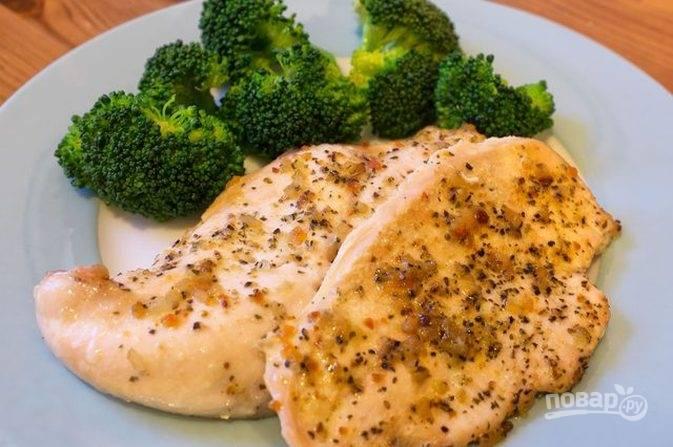 5.Подавайте грудки с брокколи на пару или любым другим гарниром.