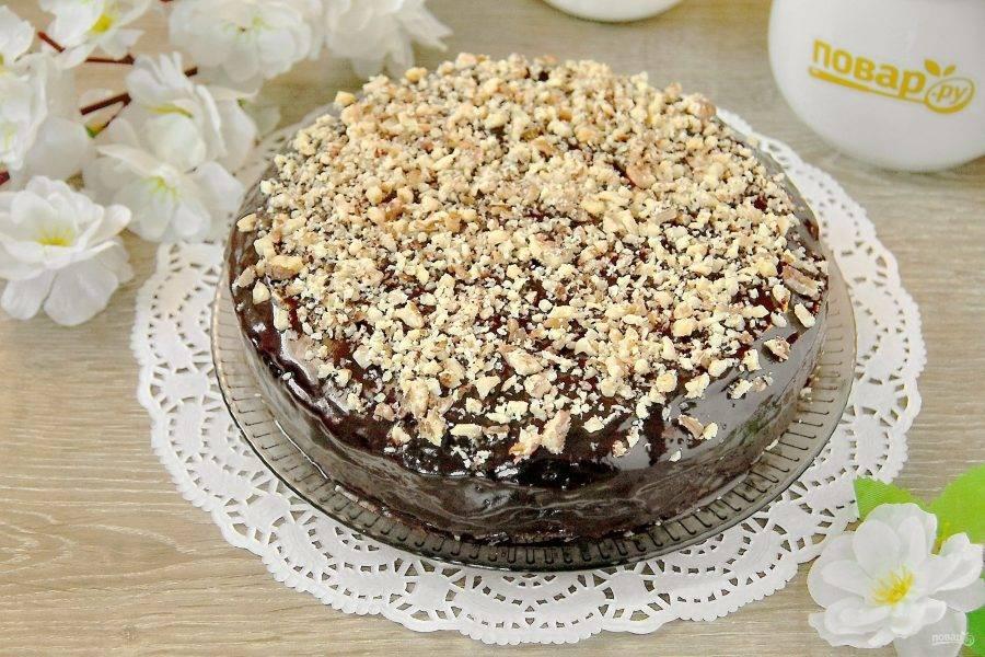 Желательно перед подачей дать торту пару часов настояться. Тогда тортик будет более нежный и вкусный. Приятного аппетита!