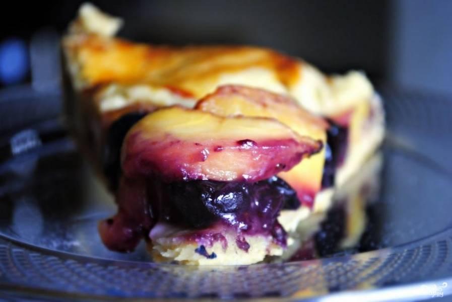 Пирог с черникой и персиками по-деревенски