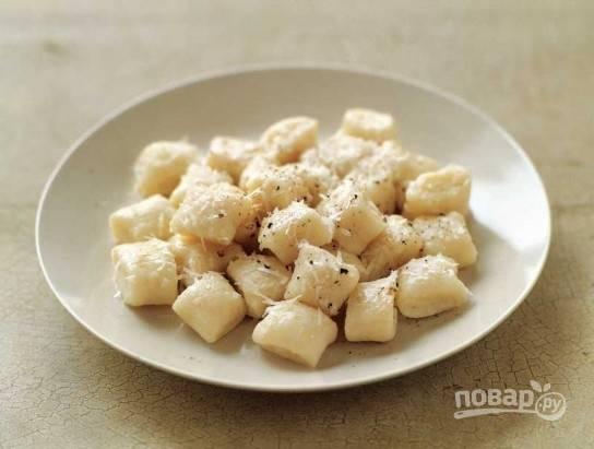 7. Итальянские картофельные ньокки можно подавать к столу. Приятного аппетита!