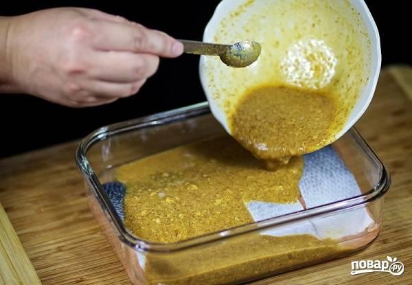 6. Залейте маринадом и оставьте на полчасика примерно. После отправьте в разогретую до 180 градусов духовку и запекайте минут 15-20 до готовности.