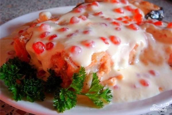 Семга под сливочно-икорным соусом