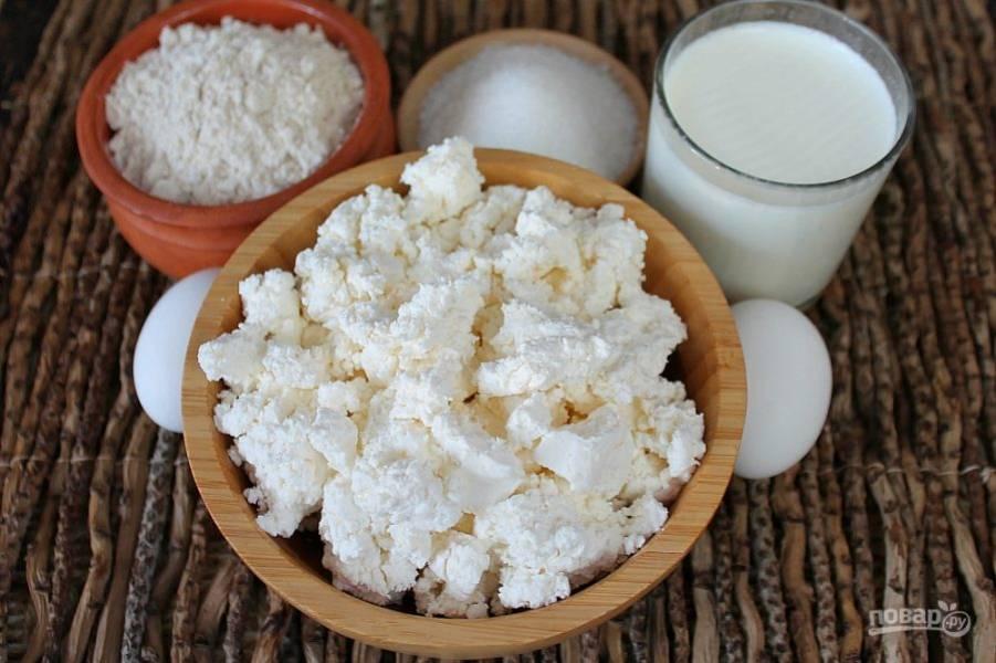 Подготовим ингредиенты для начинки:  творог, йогурт, 4 ложки сахара, 2 яйца и 2 ложки цельнозерновой муки.