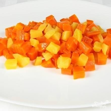 Снимаем с огня и подаем. Морковь тушеная с яблоком готова.