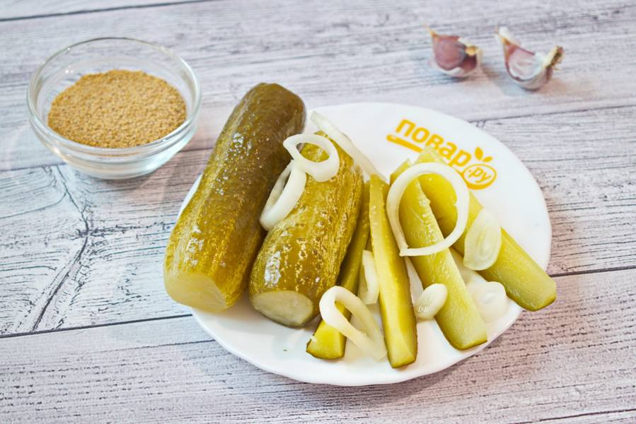 Соленые огурцы с горчицей