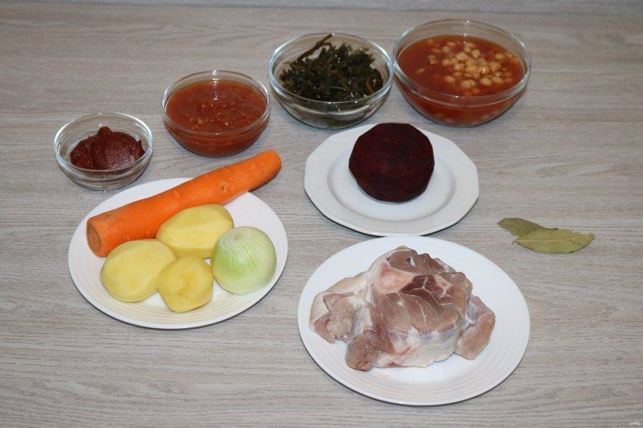 Подготовьте ингредиенты. Овощи помойте, почистите.