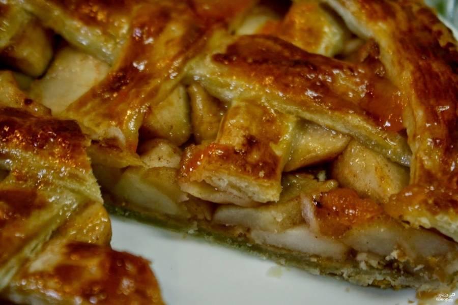 Подавать также можете готовый яблочный пай с мороженым. Приятного чаепития!