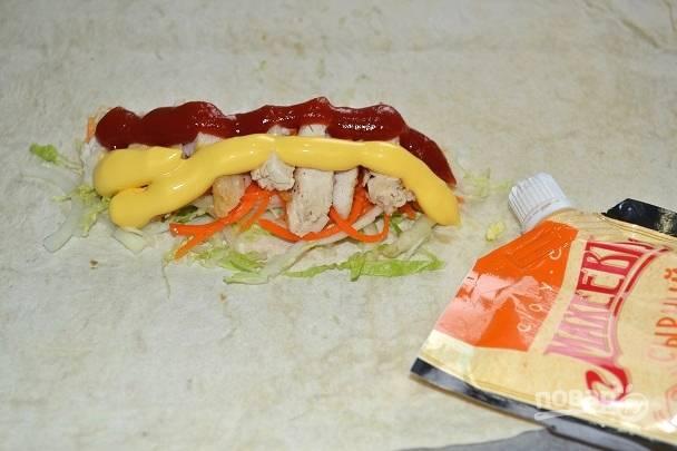 8. Добавьте сырный соус для более выразительного вкуса.