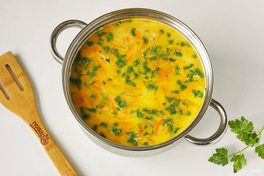 Сырный суп из горбуши готов.