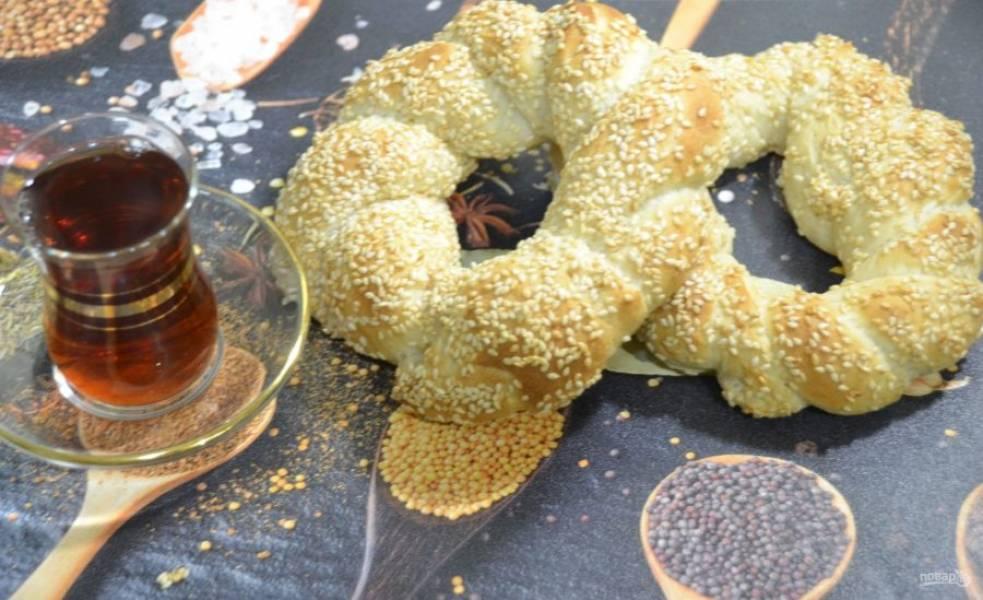 Наливайте вкусный чай и подавайте к столу ароматные турецкие бублики-симиты.