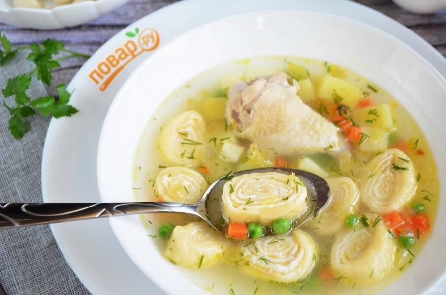 12. Готовый суп заправьте зеленью и снимите с огня. Пробуйте!