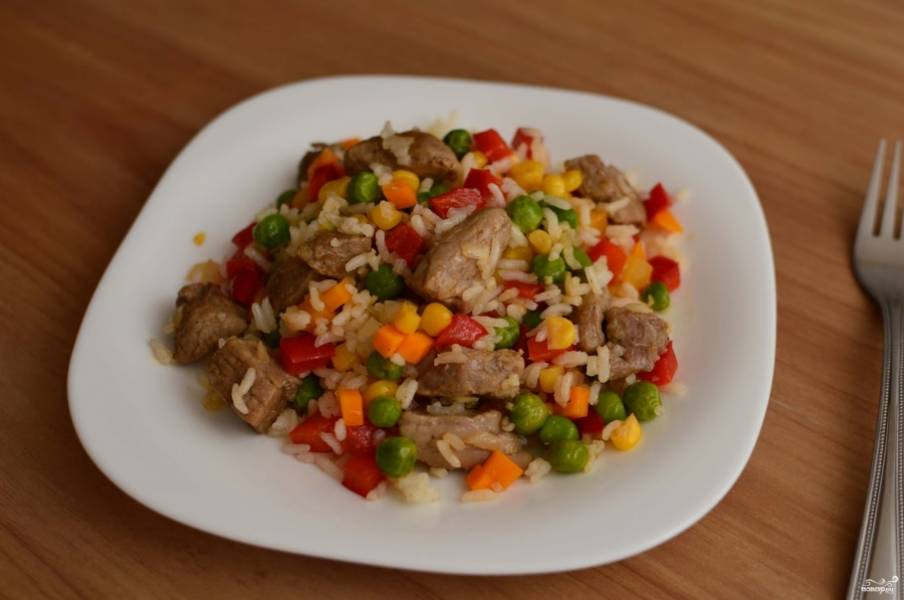 Рис со свининой готов, можете подавать его к столу. Приятного аппетита!