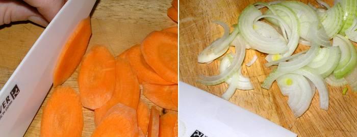Нарезаем тонкими кружками морковь, лук режем полукольцами.