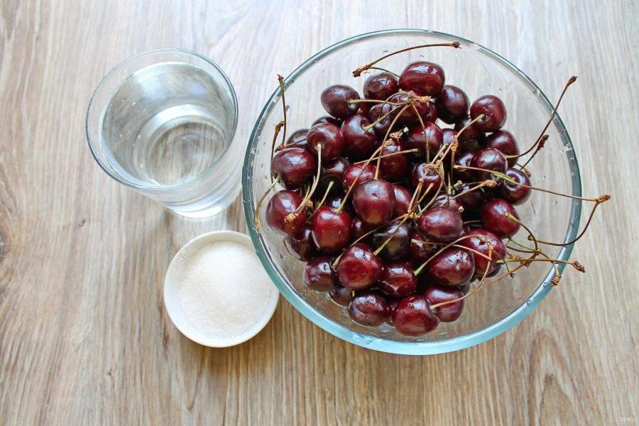 Подготовьте все необходимые ингредиенты для приготовления вишневой наливки на водке в домашних условиях.