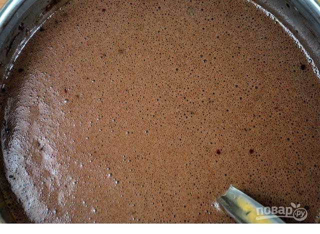 Добавьте ванильный экстракт и перемешайте. Смесь вылейте в форму, смазанную маслом.  Выпекайте при 180 в течение 40-50 минут.
