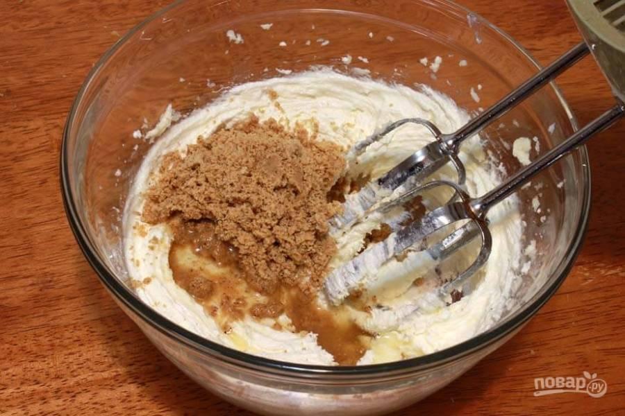 4.Добавьте ореховое масло и молотый фундук, тщательно смешайте.