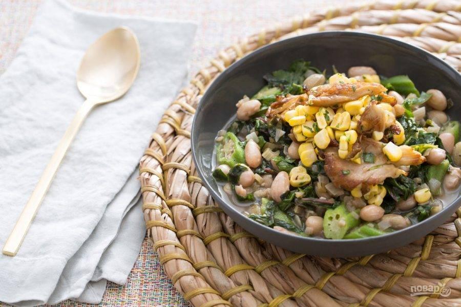 Соедините грибную массу с фасолевой, слив воду из кастрюли. Тёплый салат готов! Приятного аппетита!