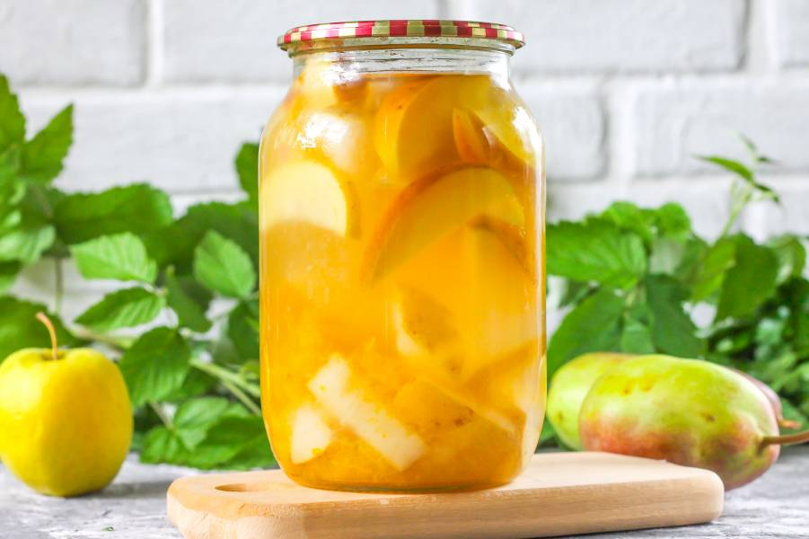 Компот из яблок, груш и слив