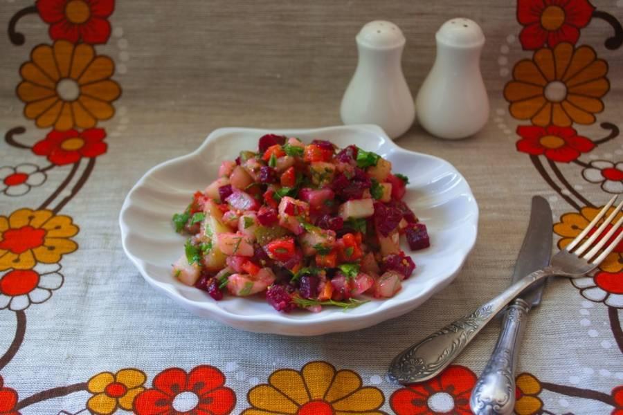 Подайте салат к столу. Вкусно, полезно. Классика жанра. Винегрет классический по классическому рецепту готов. Такой винегрет можно дополнить овощами: капустой, горошком или кукурузой консервированными, фасолью, но это уже будет другой вариант блюда.