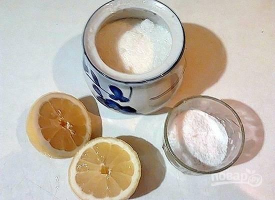 Даем супу покипеть несколько минут, доводим до вкуса, добавляя лимонный сок, соль, сахар.