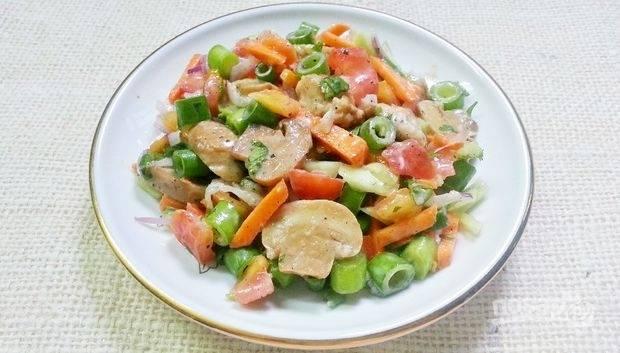 9.Готовый салат получается очень вкусным и насыщенным. Приятного аппетита!