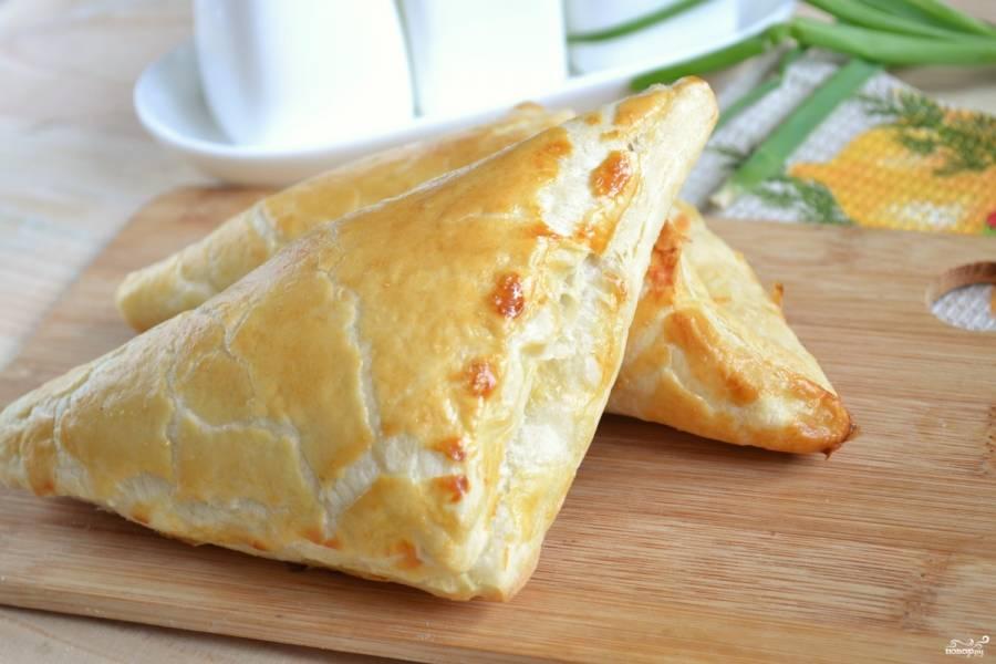 Хачапури с сыром из слоеного теста