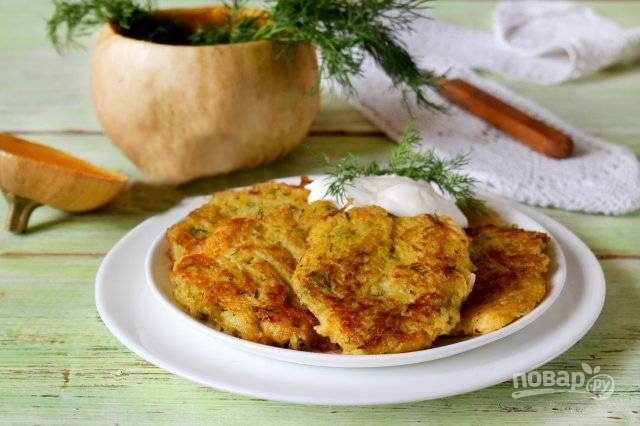 Тыквенно-картофельные оладьи с вареными яйцами