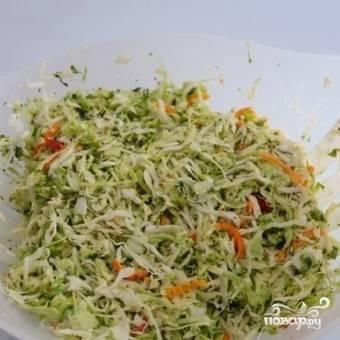 Хорошенько перемешиваем. Витаминный салат готов!