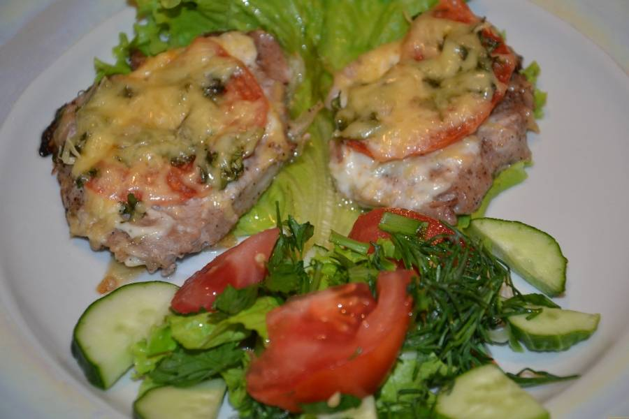 4. Блюдо готово! Подавайте с овощным гарниром. Приятного аппетита!
