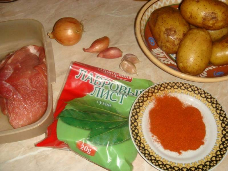 Подготовьте ингредиенты. Кстати, с молодым картофелем еще вкуснее.