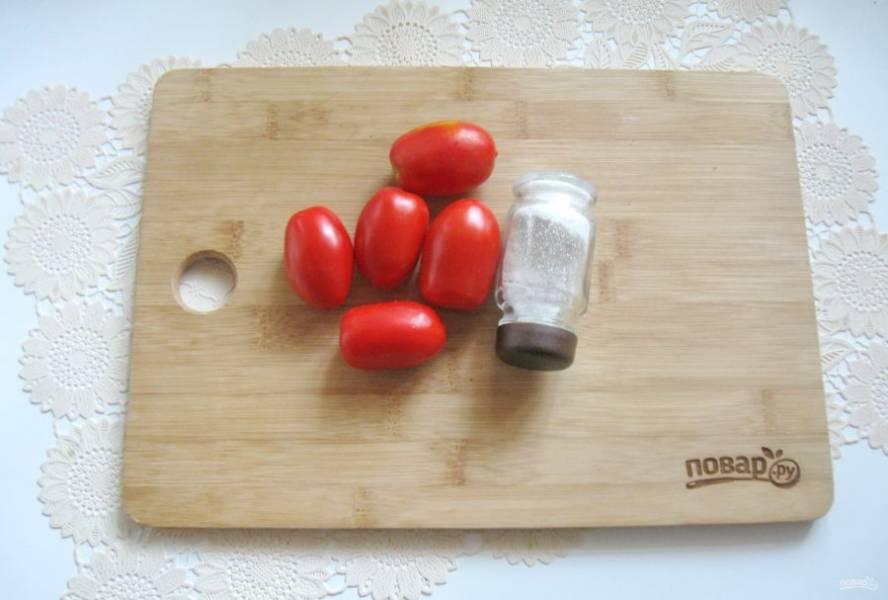 Для приготовления томатного морса возьмите помидоры и соль.