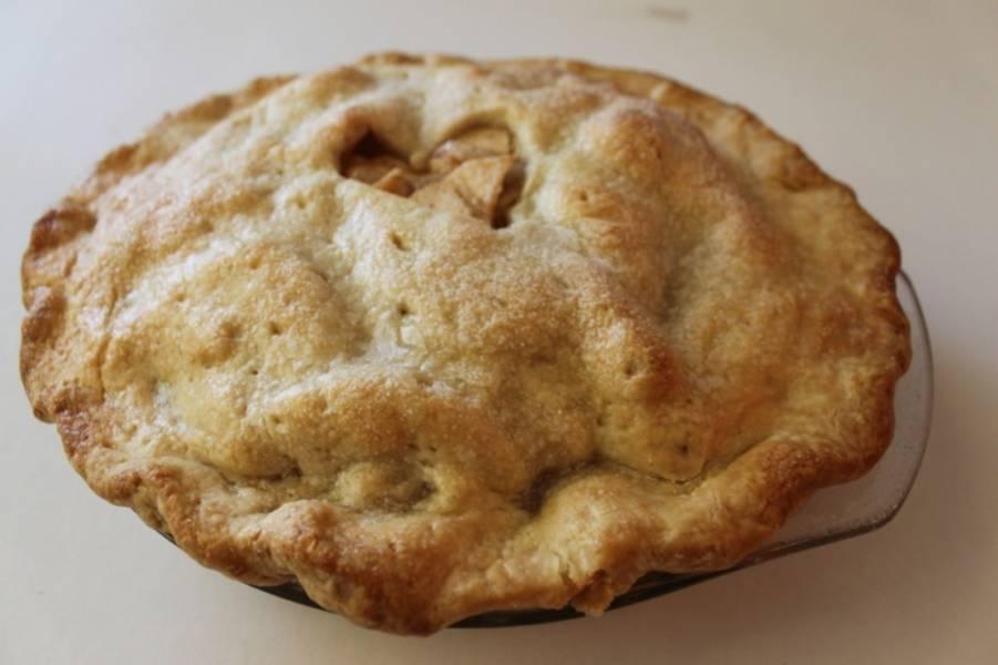 """4. Яблоки и тесто должны стать мягкими, кроме того, тесто должно немного """"вздуться"""". Готово!"""