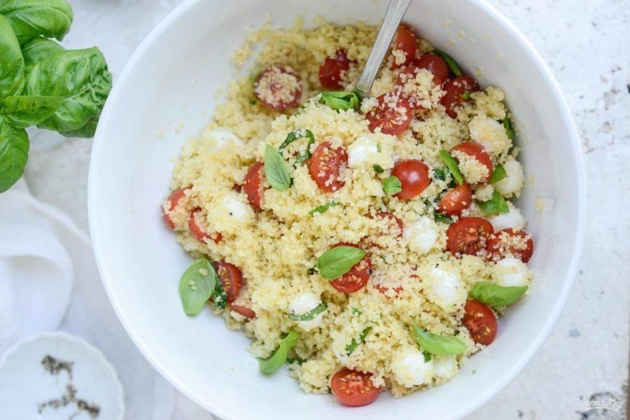 5. Добавьте соль, перец и масло. Салат готов! Приятного аппетита!