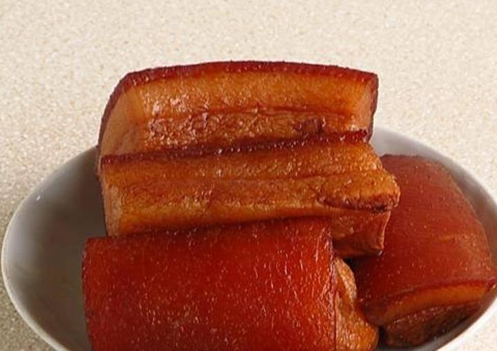 После окончания варки, выберите сало из кастрюли и остудите.