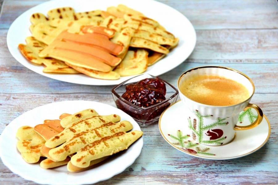 Подавайте вкусные ароматные вафли с любой начинкой, которая вам по вкусу: варенье, джем, свежие ягоды, мед, сливки. Вкусный и сытный завтрак оценит вся семья!