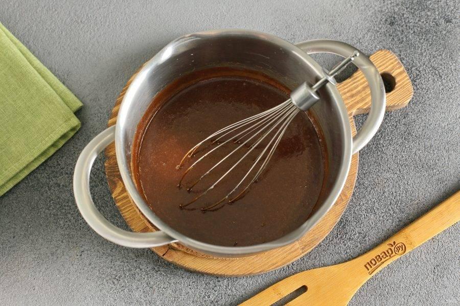Помешивайте до растворения шоколада.