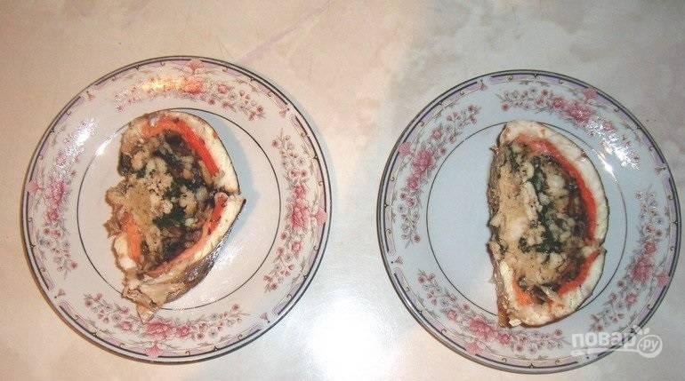 17. Вот так выглядит судак фаршированный целиком, нарезанный порционными кусочками. Невероятно красиво и очень вкусно! Приятного аппетита!