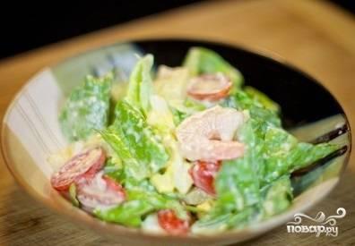 9. Салат с креветками и ананасами готов! Приятного аппетита!