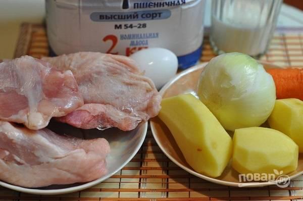1. Вот такой небольшой набор ингредиентов мы будем использовать для приготовления супчика. Курочку вымойте и обсушите. Очистите овощи.