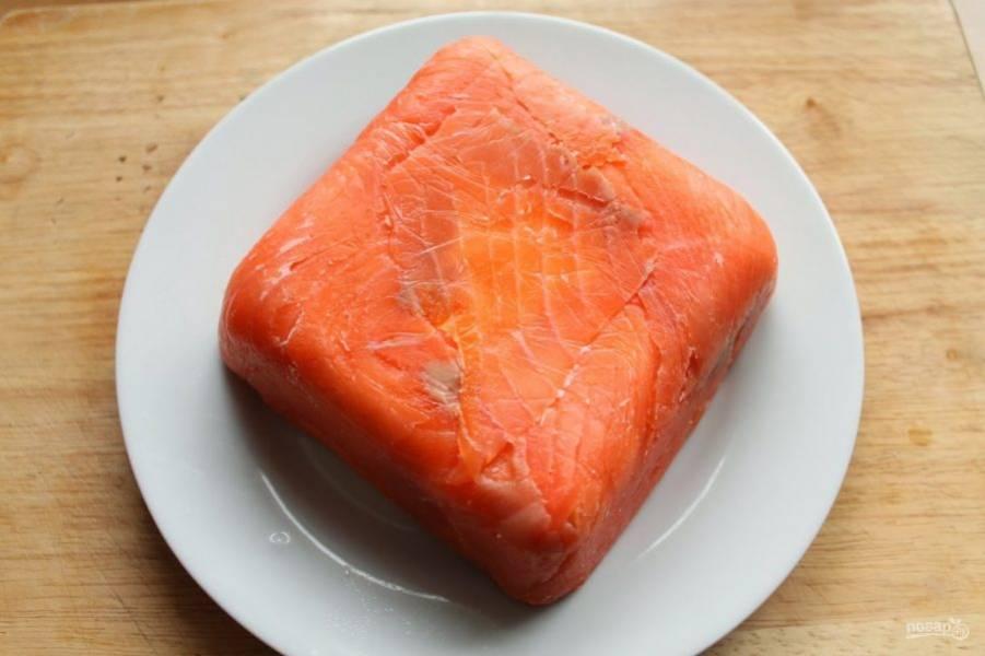 Выдержите террин 4-6 часов в холодильнике, а затем достаньте из пленки.