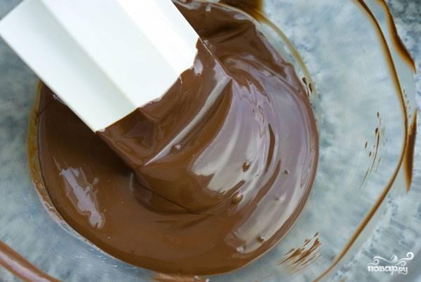 12. Растопите на водяной бане шоколад.