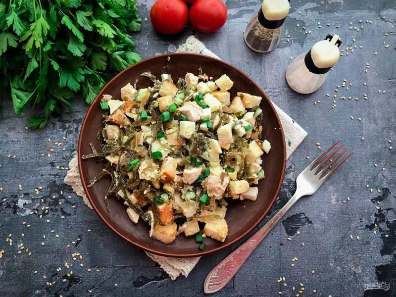 Салат с курицей и морской капустой