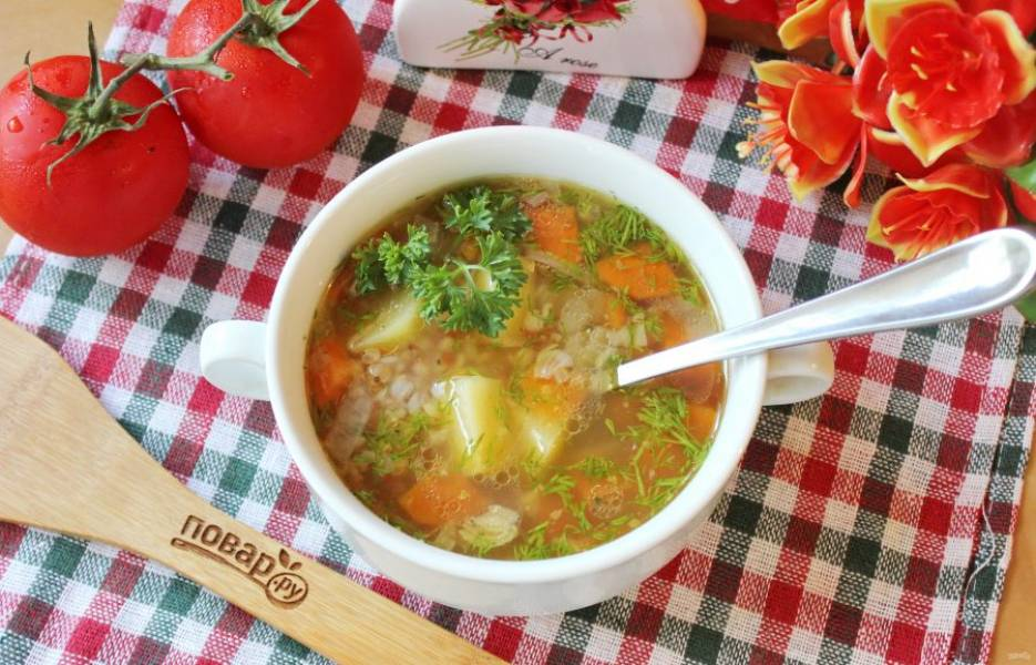 Гречневый суп с помидорами готов. Подавайте на первое в обед.
